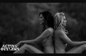 Battlestar Galactica : Katee Sackhoff et Tricia Helfer dénudées pour le calendrier 2014 de Acting Outlaws