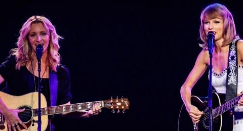 Lisa Kudrow reprend Smelly Cat avec Taylor Swift friends