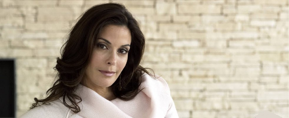 Teri Hatcher rejoint Supergirl !
